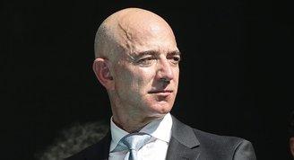 Dünyanın en zengini Bezos uzay yolculuğuna 82 yaşındaki kadın pilotu davet etti