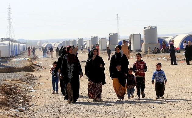Displaced people who had fled from Mosul are at Al-Khazer refugee camp, east of Mosul, Iraq, Nov. 4, 2016. (REUTERS Photo)