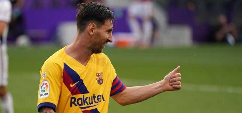 BARCELONA BEAT VALLADOLID TO CLING TITLE RACE