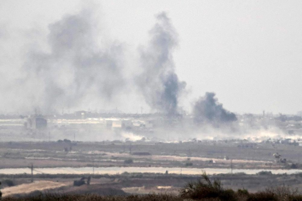 A picture taken from the Israel-Gaza border shows smoke rising from the Palestinian Hamas-run Gaza Strip following an Israeli military strike on October 5, 2016. (AFP Photo)