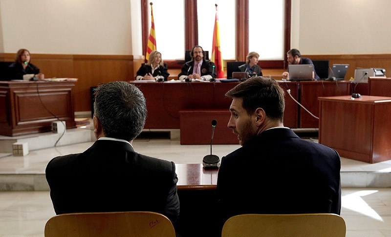 Barcelona's Argentine soccer player Lionel Messi (R) sits in court with his father Jorge Horacio Messi during their trial for tax fraud in Barcelona, Spain, June 2, 2016. (Reuters Photo)