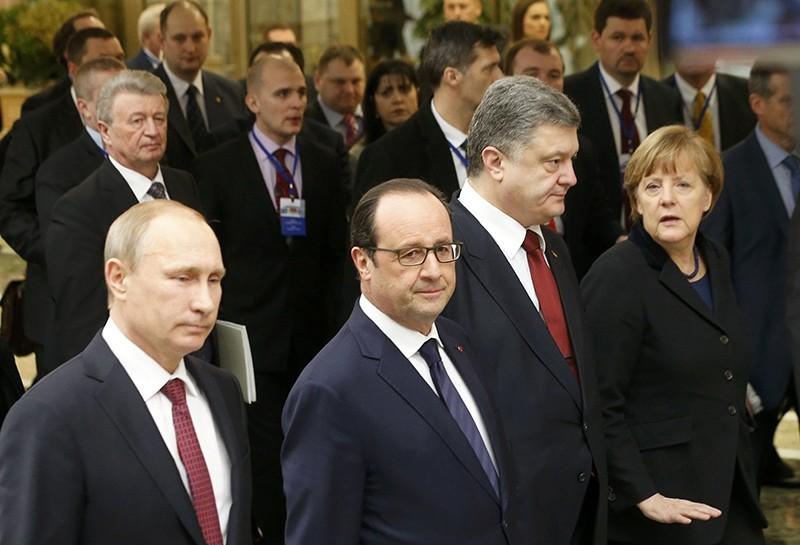 Russia's President Vladimir Putin (L, front), Ukraine's President Petro Poroshenko (2nd R, front), Germany's Chancellor Angela Merkel (R, front) and France's President Francois Hollande (Reuters Photo)
