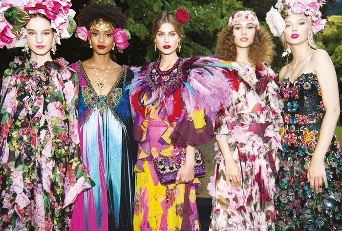739428926896c Dolce & Gabbana; Alta Moda, Alta Sartoria (erkek giyim) ve Alta Gioielleria  (mücevher) koleksiyonları ile taşları yerinden oynattı ve her sezon bu ...