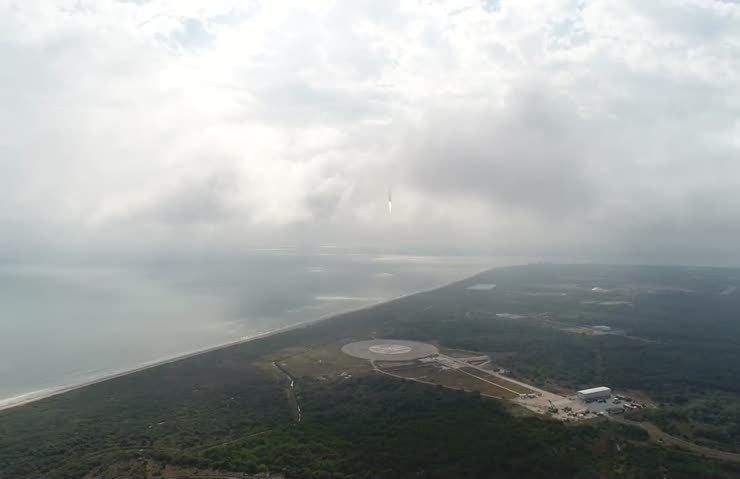 Drone'un gözünden Falcon 9'un inişi!