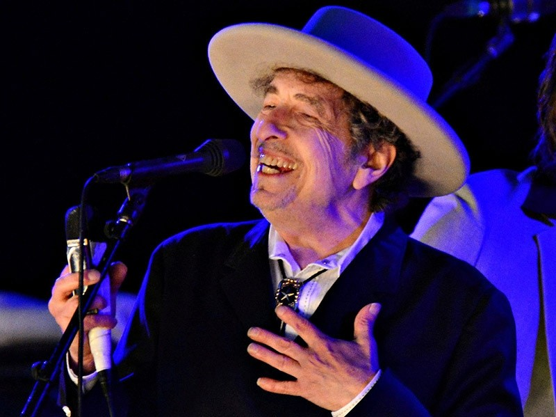 U.S. musician Bob Dylan performs during on day 2 of The Hop Festival in Paddock Wood, Kent on June 30th 2012. (Reuters Photo)