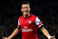Mesut Özil is ready to sign a new contract with Arsenal but the attacking midfielder wants to know if manager Arsene Wenger is staying at the club beyond this season.  Wenger's contract expires...