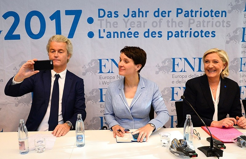 (L-R) Geert Wilders of the Dutch far-right Freedom Party, chairwoman of the anti-immigration Alternative for Germany (AfD) Frauke Petry and French National Front (FN) leader Marine Le Pen give a press conference on Jan. 21, 2017 (AFP Photo)