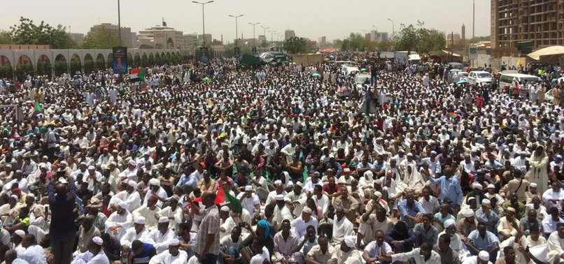SUDAN FORCES ATTEMPT TO BREAK UP SIT-IN OUTSIDE ARMY HQ