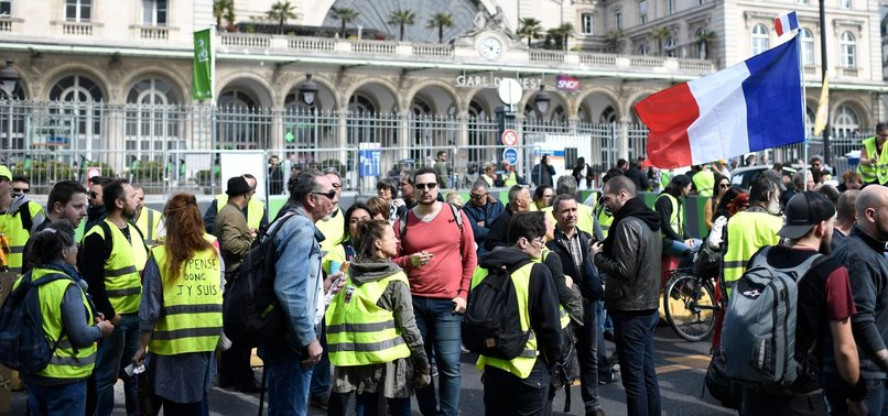 FRANCES YELLOW VEST PROTESTERS MARCH DESPITE BANS, INJURIES
