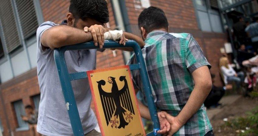 Mülteci dairesinde jet onay skandalı