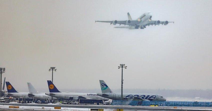 Kar yağışı 170 uçak seferini iptal ettirdi