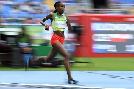 Ethiopia's Almaz Ayana competes in the Women's 10,000m during the athletics event at the Rio 2016 Olympic Games at the Olympic Stadium in Rio de Janeiro on August 12, 2016. (AFP PHOTO)
