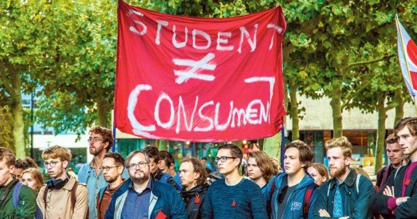 Hollanda'da öğrenci sendikaları sokağa indi