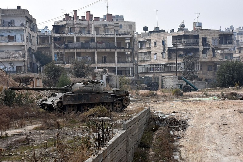 A picture taken on December 11, 2016 shows a tank in west Aleppo's Ithaa district after Assad regime forces retook the area from opposition fighters (AFP Photo)