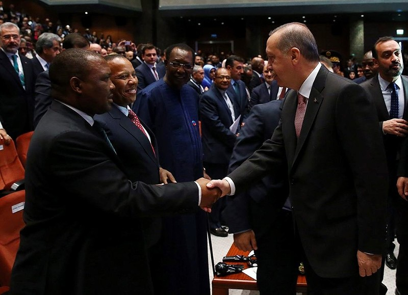 President Erdou011fan shakes hands with officials from African delegations including his Chadian counterpart Idriss Deby (3rd L). (AA Photo)