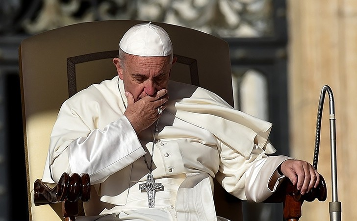 Pope Francis sits during his weekly general audience in the St Peter's square on October 12, 2016 in Vatican. (AFP Photo)