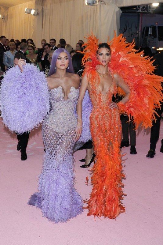 Kylie Jenner ve Kendall Jenner'den ortak koleksiyon geliyor!