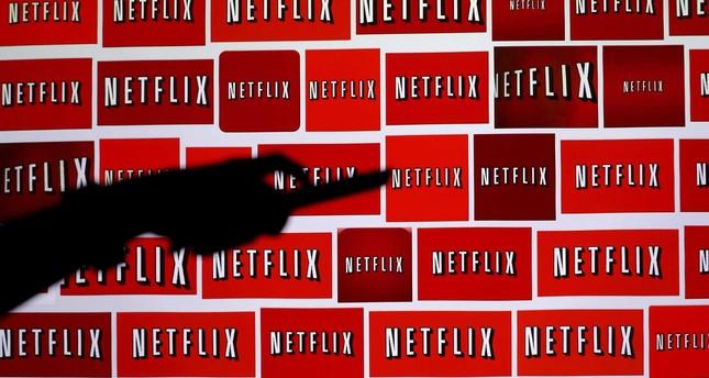 Netflix beats Street 3Q forecasts