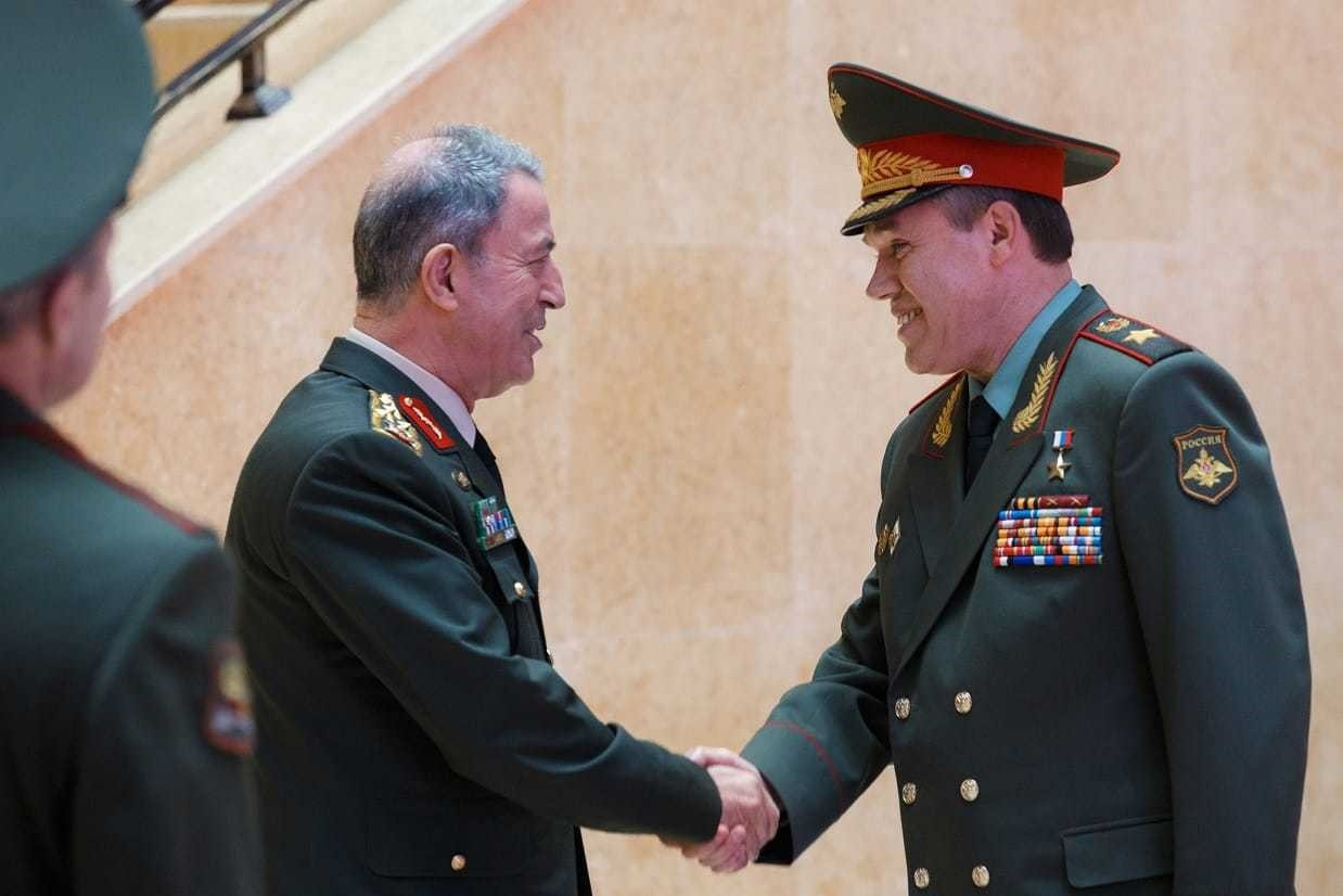 Chief of General Staff Gen. Hulusi Akar (L) and General Valery Gerasimov (R)