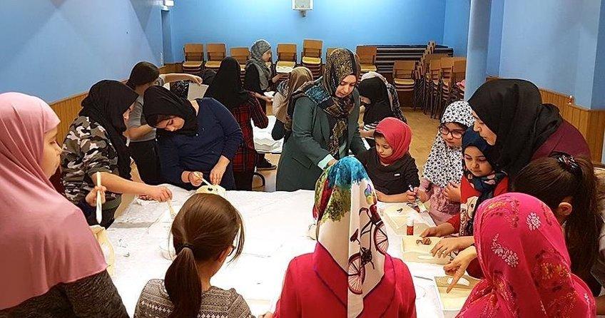 Almanyada çocuklara İslam dininde yemek adabı eğitimi