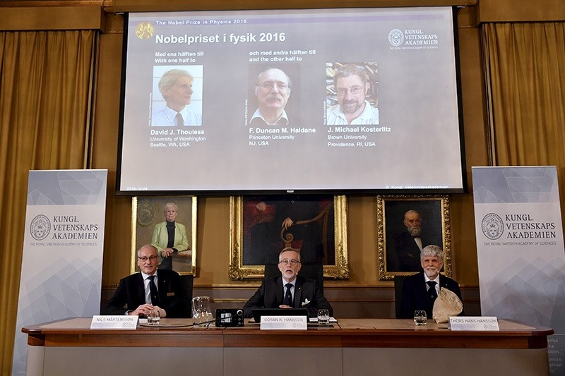 Nobel jury reveal the winners of the Nobel Prize in physics, David Thouless, Duncan Haldane and Michael Kosterlitz, the Royal Swedish Academy of Sciences, Stockholm, Oct. 4, 2016. (AP Photo)