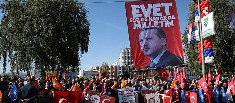 Erdoğanı Türk bayraklarıyla karşıladılar