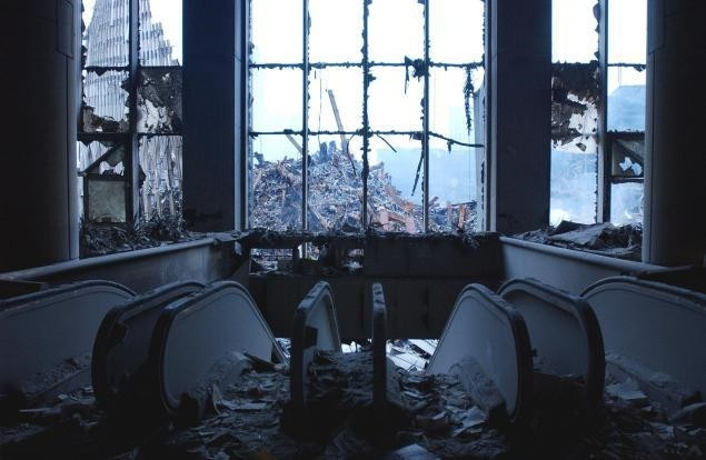 A view from the top of the escalators in the Bankers Trust building show the wreckage of the World Trade Center on September 25, 2001 in New York. (AFP Photo)