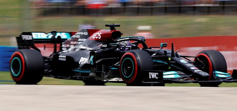 Lewish Hamilton turns up the heat with pole in Hungary
