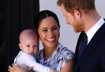 Meghan Markledan corova virüs önlemi! Oğlu Archie'ye uzaktan üfleyerek öpücük gönderiyor