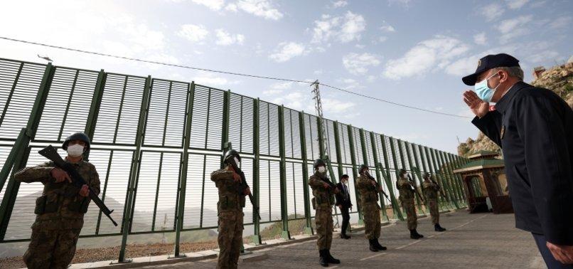 TOP DEFENSE OFFICIALS VISIT TURKISH SOLDIERS IN ŞIRNAK TO CELEBRATE EID AL-FITR