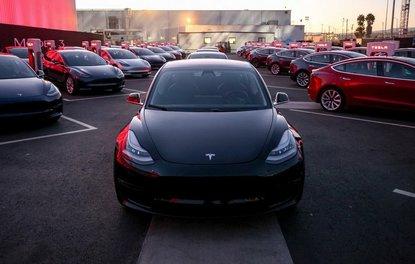 Tesla Model 3 resmen tanıtıldı
