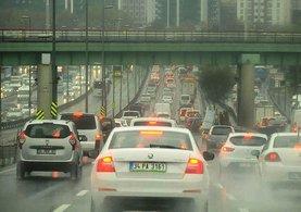 Yağmur İstanbul trafiğini kilitledi