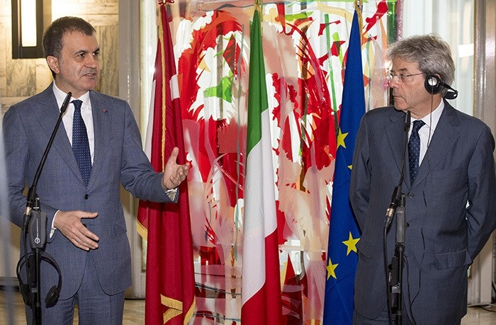 Italian Minister for Foreign Affairs Paolo Gentiloni (Right) and Turkish Minister for EU Affairs u00d6mer u00c7elik talk during their meeting at Farnesina Palace in Rome, Italy, 21 June 2016 (EPA Photo)
