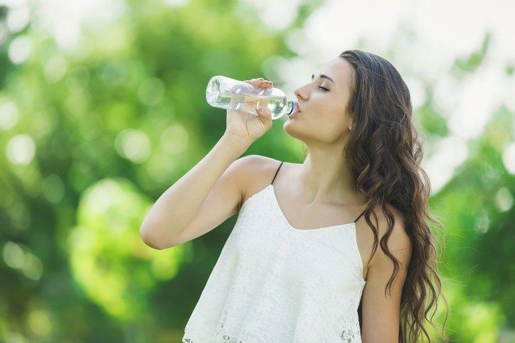 Sadece su içerek bu sorunların önüne geçebilirsiniz!