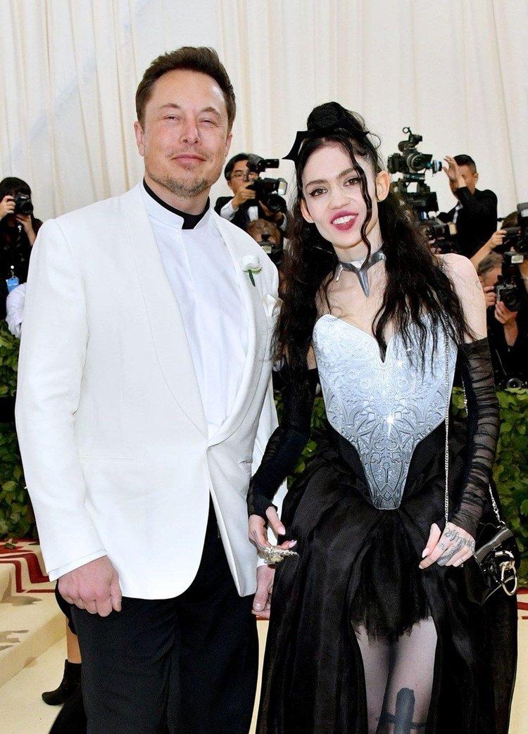 Elon Musk ve Grimes bebeklerinin adını değiştirdi