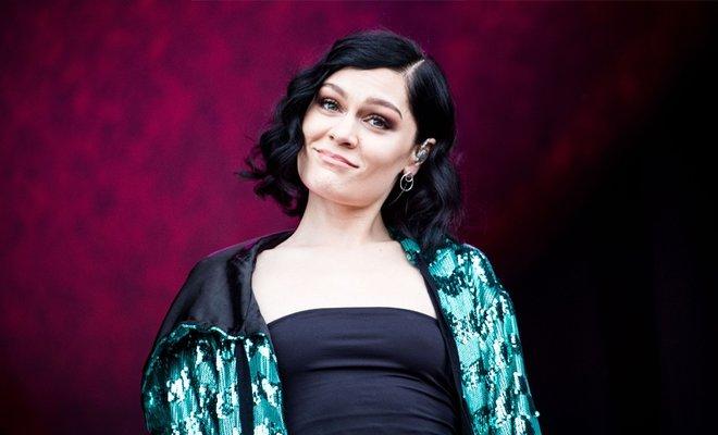 Şarkıcı Jessie J Jüri Koltuğunda