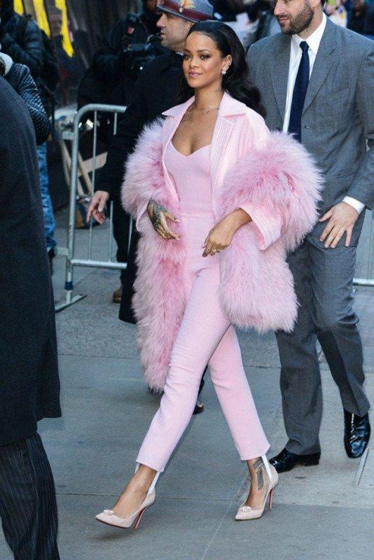 Rihanna'dan samimi itiraf: ''Anne olmayı her şeyden çok istiyorum''