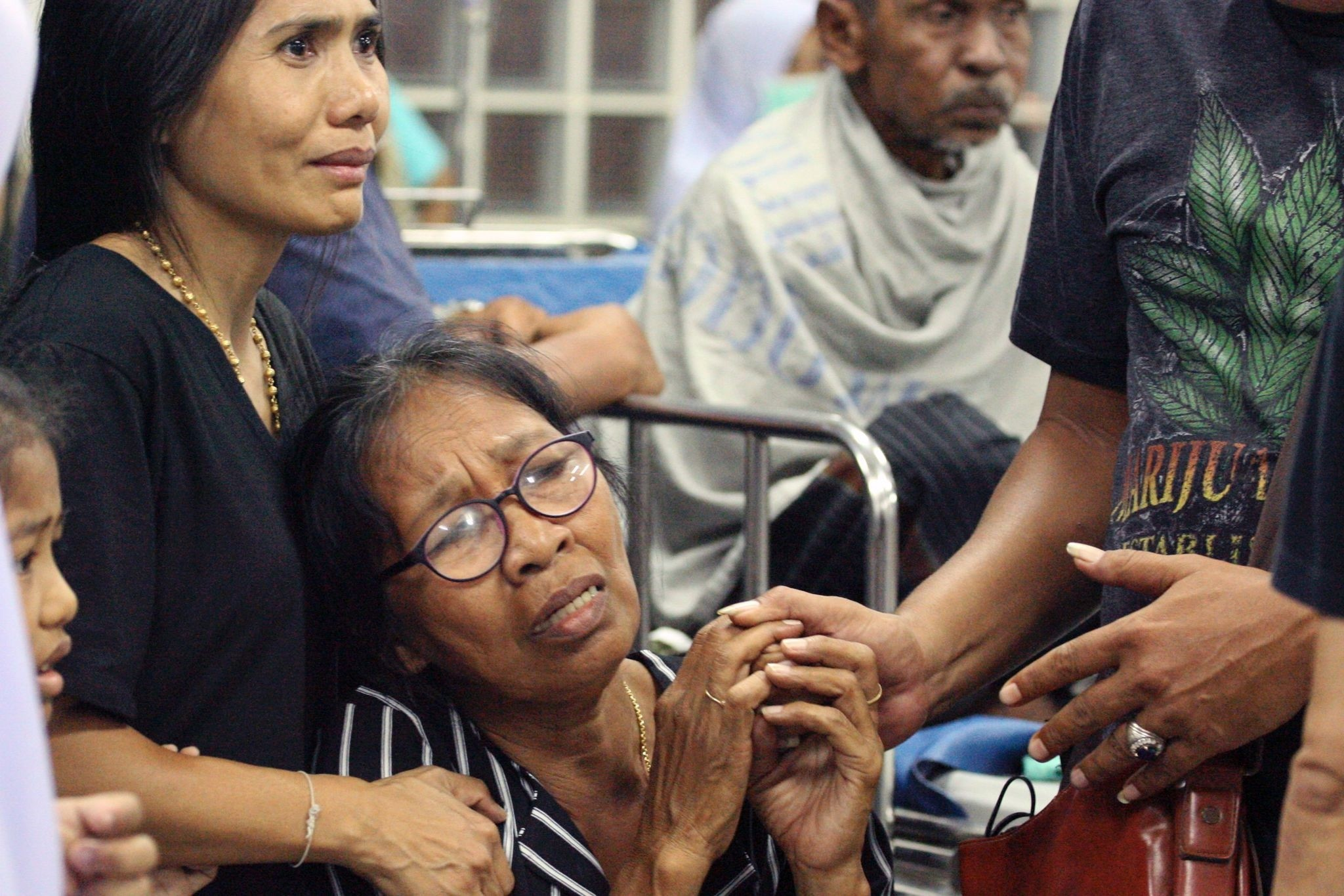 Relatives of a victim injured in a bombing react at a hospital in the southern Thai province of Pattani on October 24, 2016. (AFP Photo)