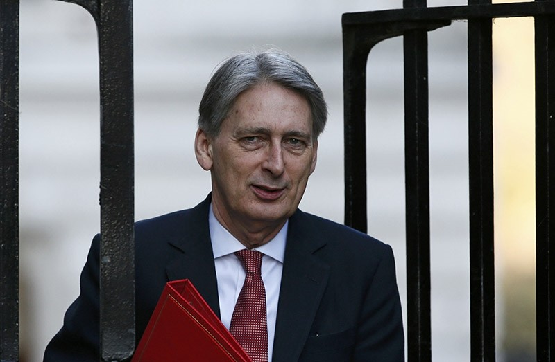 Britain's formerForeign Secretary now Treasury chief, Philip Hammond, arrives to attend a cabinet meeting at Number 10 Downing Street in London, Britain February 23, 2016. (Reuters Photo)