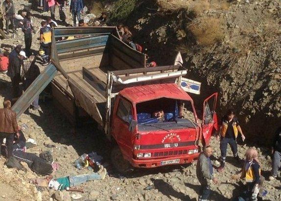 Kaçakları taşıyan kamyon kaza yaptı!