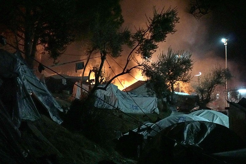 Fires burn at the Moria migrant camp on the island of Lesbos early on November 25, 2016. (AFP Photo)