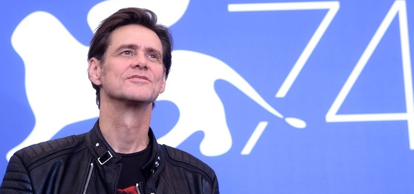 JIM CARREY URGES FACEBOOK USERS TO DELETE ACCOUNTS