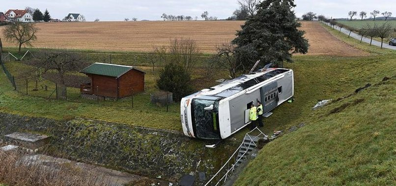 SCHOOL BUS CRASH IN RURAL GERMANY KILLS 2 CHILDREN, HURTS 5
