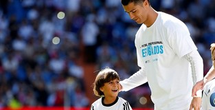 Real star Ronaldo urges people to help Syrian refugees