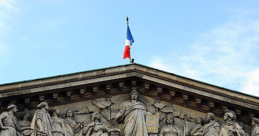 Fransa, tokalaşmayı reddeden kadının vatandaşlığını iptal etti