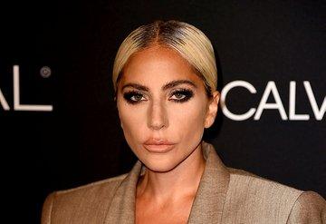 Lady Gaga, Christian Carino ile nişanlandığını doğruladı