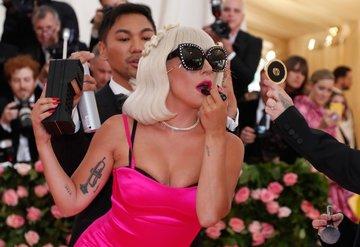 Lady Gaga'dan yeni ruj serisi