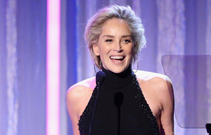 """Hollywood'un ünlü yıldızı Sharon Stone, üç kez ölümden döndüğünü dile getirdi. Yıldız oyuncu, """"Yıldırım çarptı, boğazım kesildi ve felç geçirdim"""" dedi."""