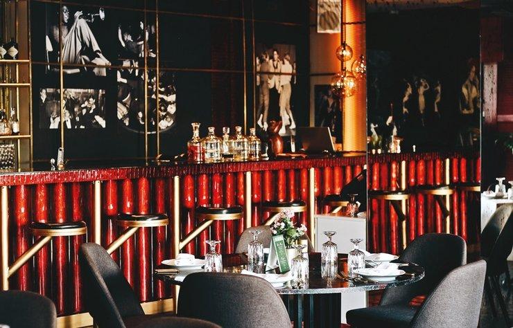 Rumelihisarı'nın 'seafood brasserie'si Kiss the Frog, günlük balık yemeklerinden, pizza, pasta ve suşiye uzanan, kurbağa bacağının da yer aldığı geniş mönüsüyle Avrupa tarzında bir yemek deneyimi sunuyor.