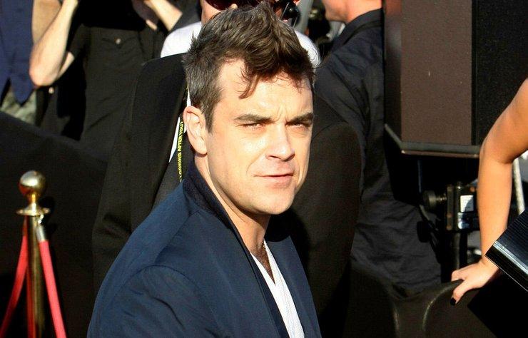 Ünlü şarkıcı Robbie Williams'ın başı komşularıyla dertte!